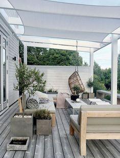 Short Pergola Attached To House - - Pergola Deck - - Pergola Terrasse Noir - Backyard Pergola, Pergola Shade, Patio Roof, Pergola Plans, Pergola Ideas, Roof Balcony, Backyard Ideas, Patio Ideas, Backyard Landscaping