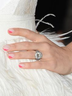Jessica Biel Neon Pink Triangle Nails - I will be doing this.