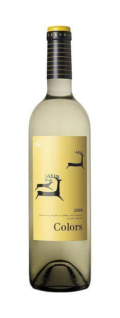 Cérvoles blanc. Happy deer #wine #packaging PD Wine Bottle Art, Wine Bottle Labels, Wine Label Design, Bottle Design, Wine Cocktails, Alcoholic Drinks, Wine Brands, Bottle Packaging, In Vino Veritas