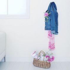 おはようございます。 今週から娘と夫はオープンキャンパスに。 その間私は片付け〜! #花写真 #写真撮影 #ダリア#dahlia #ピンクの花 #interior #フォトスタイリング #デニム #denim #jacket #flowerstagram #flowers #夏撮影 #kawaii #可愛い#フラワーフォト#tv_living #tv_living_nm2