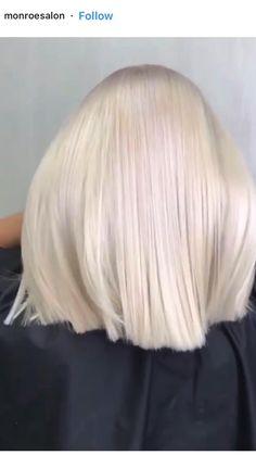 Super Blonde Hair, Short Platinum Blonde Hair, Blonde Hair With Roots, Ice Blonde Hair, Platinum Hair Color, Bold Hair Color, Ombre Hair, Hair Colors, Colours