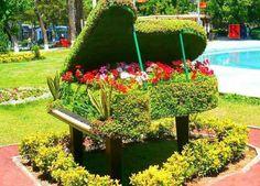 The garden music. Topiary Garden, Moss Garden, Garden Art, Garden Plants, Small Garden Landscape, Green Landscape, Amazing Gardens, Beautiful Gardens, Garden Water Fountains