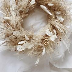 Sun Bleached Blooms The 2019 Trend for Dried Wedding Flowers Rose Gold Christmas Decorations, Christmas Wreaths, Wedding Decorations, Holiday Decor, Xmas, Dried Flower Wreaths, Dried Flowers, Illustration Blume, Dried Flower Arrangements