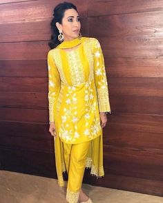 Indian ethnic wears worn by bollywood actresses Pakistani Dress Design, Pakistani Outfits, Pakistani Mehndi, Pakistani Bridal, Ethnic Outfits, Indian Outfits, Indian Clothes, Indian Dresses, Indian Attire