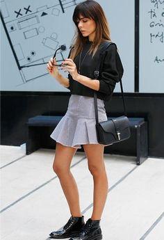 me encanta....lo quiero todo de pies a hombros... jaja  zapatosss,falda..bolso...todo
