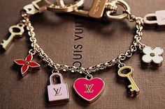 New LV Collection for Louis Vuitton. Source by bag fashion louis vuitton Louis Vuitton Schmuck, Bijoux Louis Vuitton, Louis Vuitton Bracelet, Cute Jewelry, Jewelry Accessories, Fashion Accessories, Fashion Jewelry, Heart Jewelry, Disney Couture