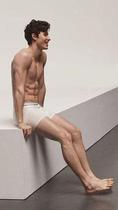 Shawn mendes in calvin klein underwear with a amazing hot body Shawn Mendes Sem Camisa, Shawn Mendes Fofo, Shawn Mendes Cute, Shawn Mendes Imagines, Shawn Mendes Wallpaper, Calvin Clein, Elephant Man, Shawn Mendes Shirtless, Fangirl