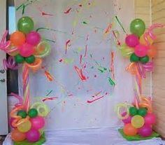 Neon party decorations for photobooth 80s Birthday Parties, Neon Birthday, Birthday Balloons, Birthday Ideas, Sleepover Party, Neon Party Decorations, Birthday Decorations, Blacklight Party, Balloon Columns