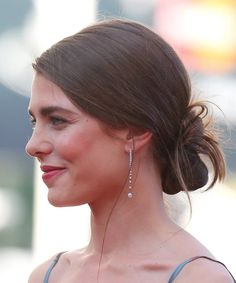 Moño bajo effortless: Carlota Casiraghi