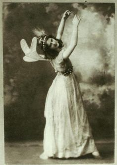 Isadora Duncan as first fairy in Midsummer night's dream - Photograph by Baker's Art Gallery - c. 1896
