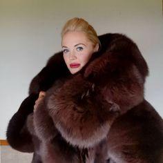 Fox Fur Coat, Fur Coats, Thick Girl Fashion, Fur Clothing, Fabulous Furs, Sheepskin Coat, Fur Blanket, Mohair Sweater, Great Women