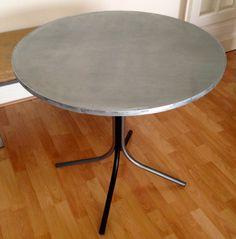 table recyclée puis habillée en zinc