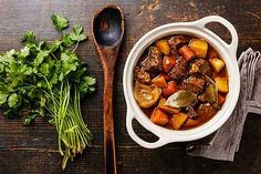 How to make Raymon Blanc's boeuf bourguignon recipe. The perfect beef stew recipe to keep you warm this autumn! Vegan Cooking Classes, Batch Cooking, Cooking Pork, Cooking Turkey, Beef Bourguignon, Fall Recipes, Wine Recipes, Healthy Recipes, Delicious Recipes