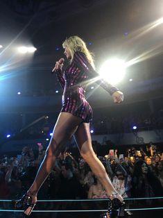 Taylor Swift photo g Taylor Swift Legs, Estilo Taylor Swift, Taylor Swift Concert, All About Taylor Swift, Long Live Taylor Swift, Taylor Swift Style, Taylor Swift Pictures, Taylor Alison Swift, Beautiful Taylor Swift