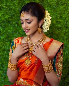 Exclusive Saree Blouse designs for every South Indian Bride!- Eventila Exclusive Saree Blouse designs for every South Indian Bride! South Indian Blouse Designs, Blouse Neck Designs, South Indian Weddings, South Indian Bride, Plain Saree, Simple Sarees, Colorful Fashion, Indian Fashion, Blouses