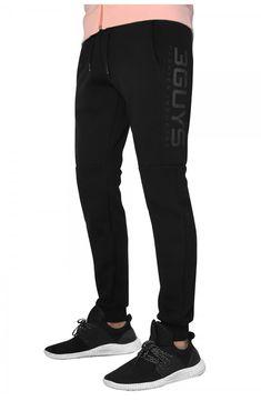 3GUYS φόρμα σε κανονική γραμμή με λάστιχο στο κάτω μέρος. Το ρούχο διαθέτει σχεδιαστικές λεπτομέρειες και τύπωμα στα πλάγια δεξιά. Το μοντέλο της φωτογραφίας έχει ύψος 1,88, είναι 78 κιλά και φοράει μέγεθος Medium. ΣΥΝΘΕΣΗ: 70% Βαμβάκι 30% Πολυεστέρας Sweatpants, Fashion, Moda, Fashion Styles, Fashion Illustrations