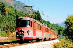 Elettrotreno 007 sulla Ferrovia Trento Malè a Caldes nell'agosto 2005. I due elettrotreni 007 e 008 furono costruiti per la SFD (Ferrovia delle Dolomiti, Calalzo-Cortina- Dobbiaco) in occasione dei Giochi Olimpici di Cortina d'Ampezzo del 1956 e trasferiti nel 1967 alla Trento Malè, modificati nello scartamento da 950 mm a 1000 mm - (Foto: Riccardo Genova)