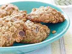 Banana-Oatmeal Chocolate Chip Cookies Mashed ripe banana adds sweetness and flavor to these chocolate chip cookies, said reader and recipe developer Cathy Brixen. I found I could reduce the usual amount of sugar and butter. Banana Recipes, Snack Recipes, Dessert Recipes, Oatmeal Recipes, Banana Oatmeal Chocolate Chip Cookies, Chocolate Chips, Oatmeal Cookies, Chocolate Cookies, Just Desserts