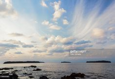 ストックフォト : Rocky shore and the romantic sky