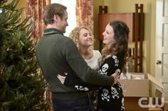 """The Carrie Diaries -- """"The Second Time Around"""" -- Image Number: CD208a_0504b.jpg -- Pictured (L-R): Matt Letscher as Tom, AnnaSophia Robb as Carrie and Stefania Owen as Dorrit -- Photo: David Giesbrecht/The CW -- © 2013 The CW Network, LLC. All rights reserved."""