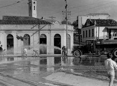 Lavagem de Praça na região da Lagoinha, em 1939. Hoje existe um complexo de viadutos no local