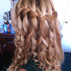 way to keep wedding hair in place even when it's down!
