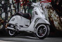3vc5o vespa fun Vespa Gts, Lambretta Scooter, Scooter Motorcycle, Vespa Scooters, Vintage Motorcycles, Cars And Motorcycles, Vespa Roller, Vintage Vespa, Mopeds