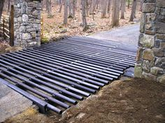 This is useful for when you have cattle but you need vehicle access. Cattle don't typically like it so it can save you a lot of bother trying to get through an access point. Farm Fence, Farm Yard, Cattle Gate, Cattle Farming, Livestock, Farm Entrance, Horse Barns, Horse Stalls, Horses