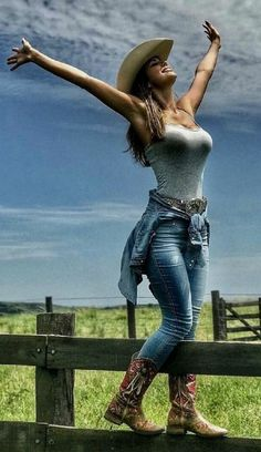 Pin Up, Celebrities Before And After, Cowboy Girl, Farmer's Daughter, Stunning Women, Famous Celebrities, Hot Outfits, Country Girls, Leather Pants