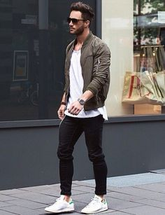 Bomber jacket in Khaki, long-fit shirt, black pants slim fit with white shoes / Bomberjacke
