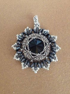 Anais Brooch/pendant beaded by Reme Molina Perea. Beautiful! Well done. Thank you for sharing!