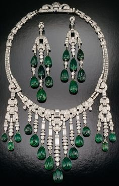 Art Deco Emerald and diamond. Emerald and diamond necklace - Designed by Ostertag; set with carved emeralds and diamonds in platinum; circa The longest dangle on the necklace and the earrings are each about 3 inches long Emerald Jewelry, Gems Jewelry, High Jewelry, I Love Jewelry, Bling Jewelry, Emerald Necklace, Jewlery, Bijoux Art Deco, Art Deco Jewelry
