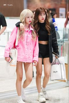 Airport Fashion Kpop, Kpop Fashion, Fashion 2020, Daily Fashion, Korean Fashion, Fashion Idol, Fashion Tag, Womens Fashion, Yuri