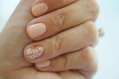 nude nails w/glitter