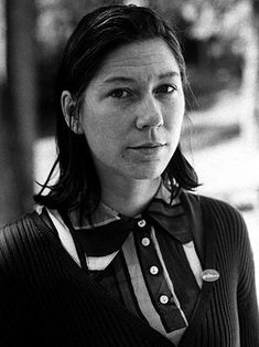 It was a member of one of the most influential bands of the the alternative rock band Pixies, which was in charge of the bass and voice support. Kim Deal, Pat Benatar, Alternative Rock Bands, Elvis Costello, Camera Shy, The Monkees, Crazy Hair, Led Zeppelin, On Set