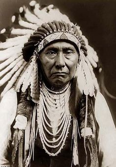 A stunning image of Joseph, a Nez Perce Chief. It was taken in 1903 by Edward S. Curtis.      Contact curator@old-picture.com.