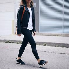 Athleisure black fitness outfit