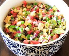 Pineapple Salsa - The Aloha Files. Spicy, sweet, refreshing and super quick to make! Its good with chips, on black bean burgers, in breakfast burritos, and on taco salads as well as many other things! #vegan