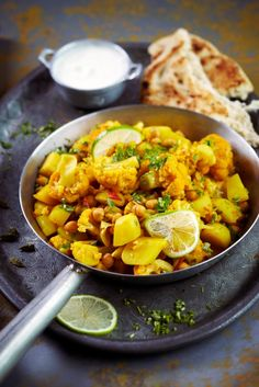 Cauliflower and potato curry Easy Healthy Recipes, Veggie Recipes, Vegetarian Recipes, Cooking Recipes, Healthy Food, Aloo Gobi, Cheap Vegan Meals, Food Goals, Vegan Foods