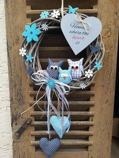Put greetings on smaller snowflake Owl Wreaths, Wreath Crafts, Easter Wreaths, Diy Wreath, Christmas Wreaths, Christmas Decorations, Couronne Diy, Sewing Projects, Projects To Try