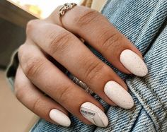 unghie a mandrola di colore bianco accent nail con scritta Nails, Beauty, Instagram, Manicure Ideas, Finger Nails, Ongles, Beauty Illustration, Nail, Nail Manicure