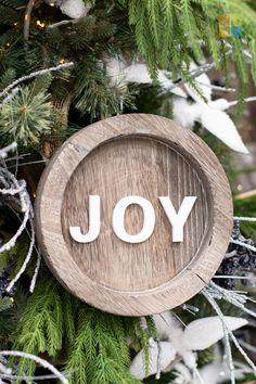 #whitechristmasdecor #silverchristmasdecor #woodlandchristmas #joytotheworld #ornament #christmas #christmastime #christmasseason #christmasvibes #christmasspirit #christmasdecorating #christmasdecor #christmasdecorations #christmashome #christmasinspiration #christmasinspo #vermeersgardencentre