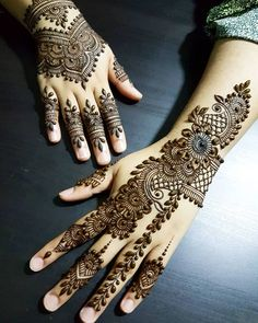 Check out these amazing mehndi designs by the top Mehendi artists before you book online. Some of these Arabic, full hand, Moroccan, mandala bohemian henna designs you will love at the wedding. Pakistani Mehndi Designs, Eid Mehndi Designs, Traditional Mehndi Designs, Simple Arabic Mehndi Designs, Mehndi Designs For Girls, Modern Mehndi Designs, Mehndi Design Pictures, Beautiful Mehndi Design, Simple Henna