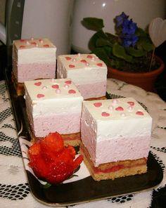Ez a süti egyszerűen varázslatos!A finom krém teszi annyira ellenállhatatlanná ezt a remek édességet. Hozzávalók A tésztához: 20 dkg finomliszt 10 dkg vaj 10 dkg porcukor késhegynyi szódabikarbóna 1 tojás 1 cs. vaníliás cukor 1 csipet só 0,5 kg eper … Egy kattintás ide a folytatáshoz.... →