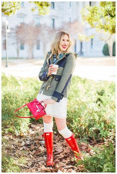 Red Hunter Boots, Winter Layers, Fashion Advice, Fashion Bloggers, Wearing A Hat, How To Wear Scarves, Layered Look, Winter Looks, Fall Trends