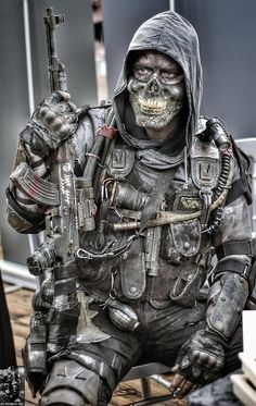 post apocalyptic costume by steelgohst Post Apocalyptic Clothing, Post Apocalyptic Costume, Post Apocalyptic Fashion, Post Apocalyptic Art, Apocalypse Art, Apocalypse Costume, Apocalypse Character, Ghost Soldiers, Wasteland Warrior