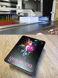 Vorige week is onze nieuwste UV printer geïnstalleerd, hierop kunnen wij weer hele mooie dingen printen. Nu nog wachten op onze laser graveer machine ;-)