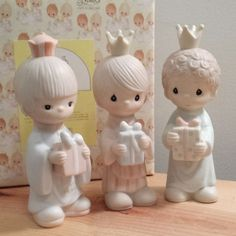 Very Sweet Precious Moments Wee Three Kings, Nativity Addition, Porcelain Figurines, Retired Jonathan and David Enesco Figurine E5635 with original box. 1980s Christmas Decorations.