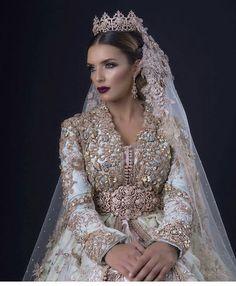 "13 mentions J'aime, 1 commentaires - أزياء مغربية (@top_caftan_marocain) sur Instagram : ""follow me #القفطان_المغربي #قفطان #القفطان #التكشيطة_المغربية #الحلي_المغربية…"""