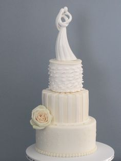 Vintage wedding by Frosting Cake & Event Design. Ruffles and Romance with buttercream.